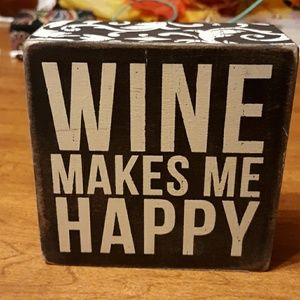 """🍷""""WINE MAKES ME HAPPY"""" 4×4 Wooden Box"""